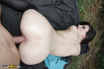Skinny darling in stockings gives a facefucking and gets shagged outdoor