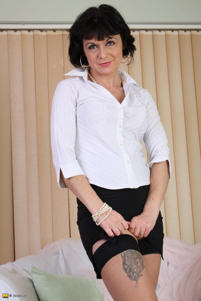 Kinky mature lady spreading everything for u