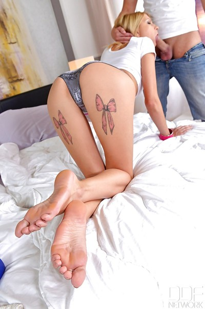 Karina Entrancing dose an amazing footjob with just her slim legs