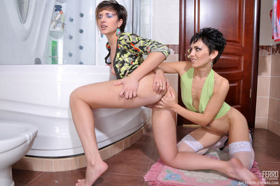 Anal-loving cutie fingers her itchy waste before her lesbian roommate joins in
