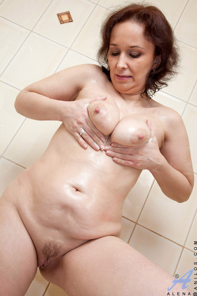 Anilos alena fingers her wet granny cage of love in the bathroom