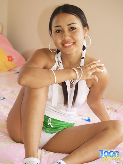 Joon Mali pulls her shorts into her shuffle puffy Thai cum-hole