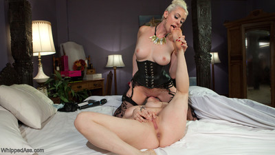 Although lathering up her sticky body in the shower, lorelei lee notices her cute horn