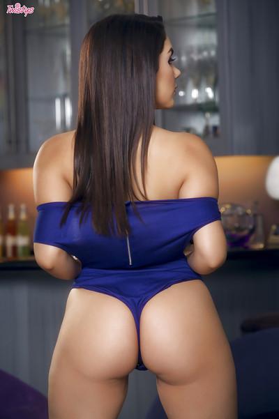 Beautiful Italian babe Valentina Nappi flaunting perfect tits