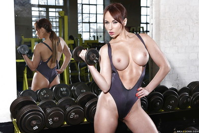 Sporty babe in hot outfit revealing her big shapely tits in the gym