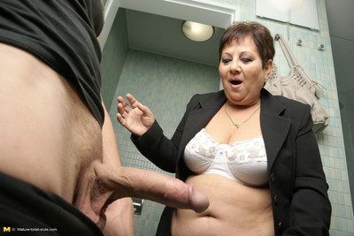 Ready mariette attracted to to suck and fuck on a toilet