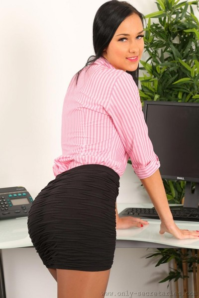 Super damp office dark brown in pantyhose
