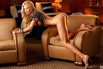 Gorgeous golden-haired on high heels Jessa Lynn Hinton posing exclusively clothed