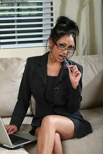 Breasty MILF in glasses purchases naughty and disrobes to take part in with her pussy
