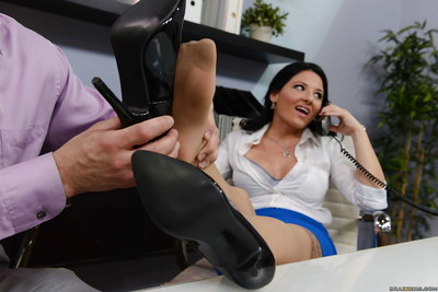 Dark hair boss lady Cassy Cumz benefits from oral sports whilst on telephone