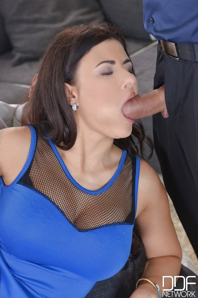 Hot European MILF Billie Star getting her ass bonked by double hard dicks