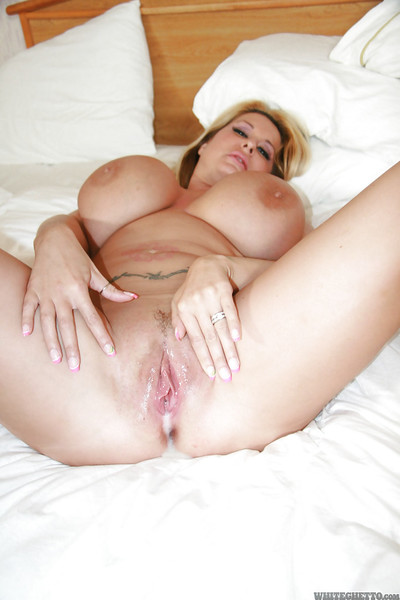Fatty MILF with giant tatas Summer Sin enjoys a groupsex with horny guys