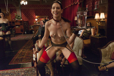Gorgeous house slave sarah shevon establishes neophyte jodi taylor with rough anal