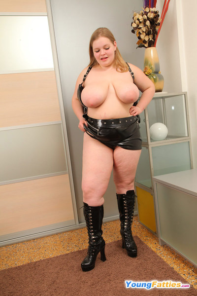 Chunky freshie sliding out of her leather outfit