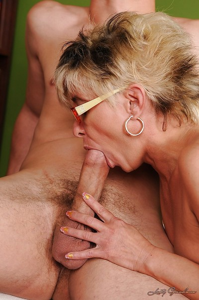 Lewd granny in glasses and stockings gets fucked for a cumshot in her maw