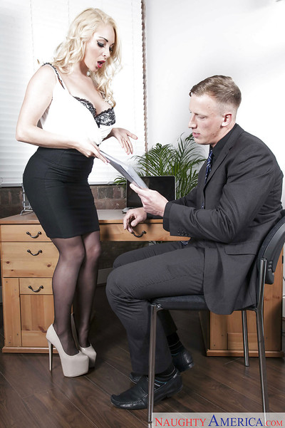 Milf secretary in stockings Victoria Summers seduces her co-worker