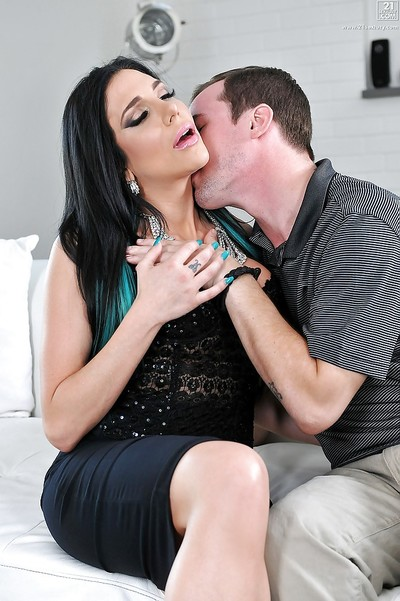 Busty brunette pornstar Jaclyn Taylor having smooth head MILF cum-hole licked out