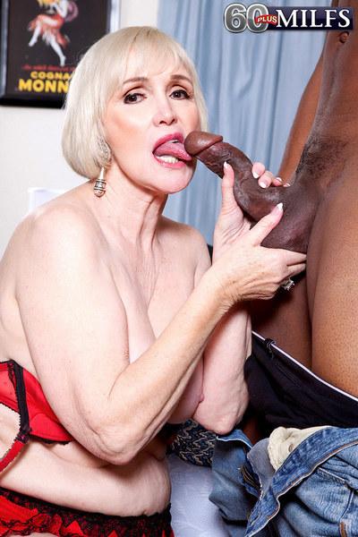 Lola Lee Goes Black