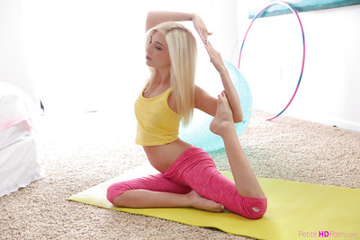 Flexible blond beauty Piper Perri deed yoga poses in spandex