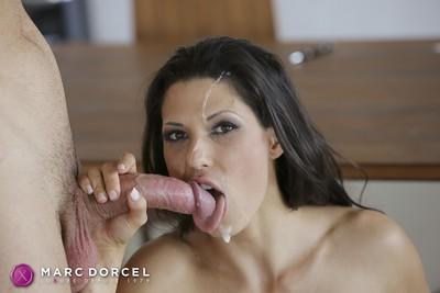 Hot queen in  anal action in 4k