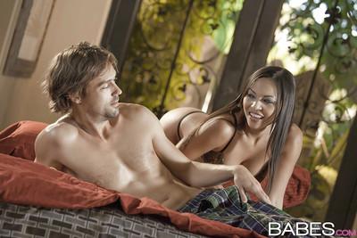 Enchanting Latina cougar with major tits Adrianna Luna catches sperm