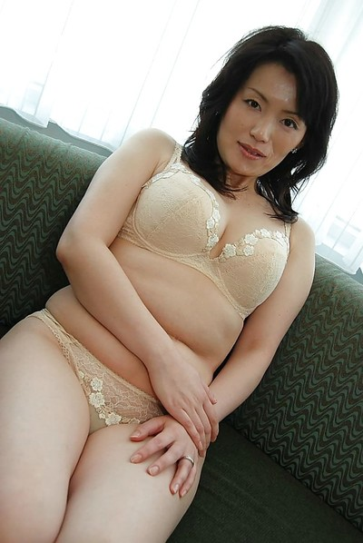 Chinese MILF Misuzu Masuko undressing and spreading her snatch lips in close up