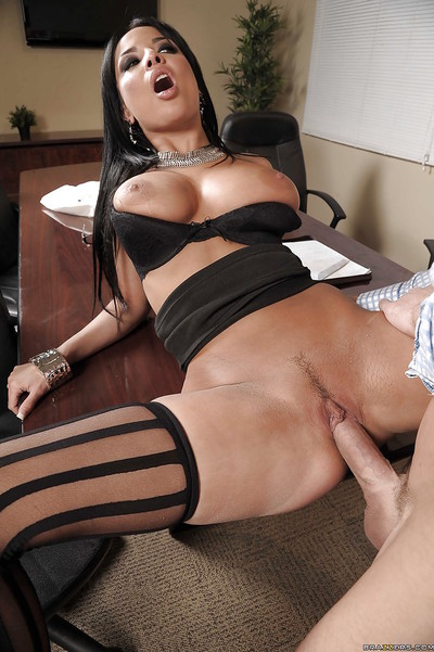 Curvy babe Anissa Kate gets her pussy licked and her asshole drilled