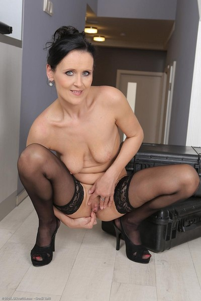 Super fit milf in ebony nylons