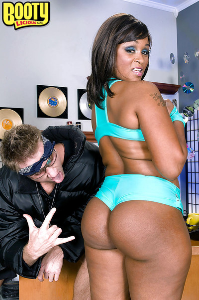 Black sweetheart Kara Kane offering up big booty for hardcore anal sex