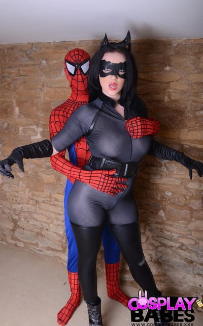 Catwoman vs spiderman cosplay with harmony reigns
