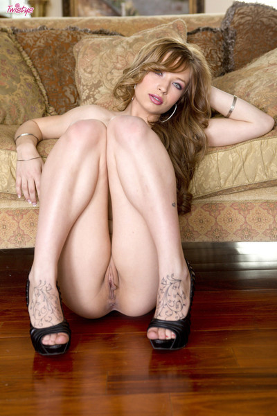 Alyssa branch spreads her smooth legs easy to get and fingers her pink