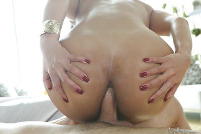 Hardcore anal fuck features a Latina mature with big pantoons Rose Monroe
