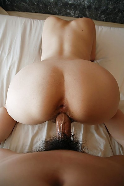 Eastern MILF gives a sensual blowjob and enjoys passionate twatting