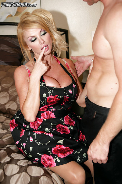 Hardcore fuck scene features a immense pointer sisters cougar milf Taylor Wane