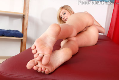 Since Haydens first-ever massage client slithers through, her boss Shyla offers herself up for a little relaxing rub down. Hayden knows this massage is just as much a job interview as itself a service, so she goes all out! Shyla gets her feet kissed and h