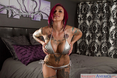 Tattooed MILF Anna Bell Peaks shares with us her accomplished body