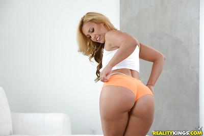 Sporty blonde chick Kelsi Monroe modeling non nude in knee socks