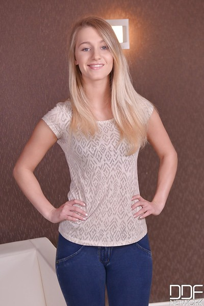 Tall blond solo pattern Tery posing non stripped in denim jeans before undressing