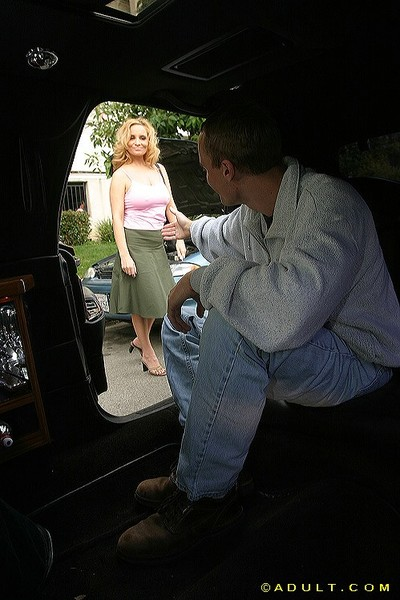 Juggy cougar gives a sloppy blowjob on a throbbing boner in the car