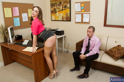 Irresistible babe in nylons Chanel Preston gets drilled in office