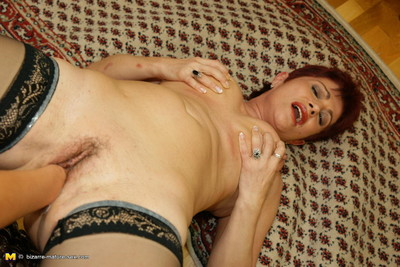 Pervy mature slut getting fisted by a sticky dear