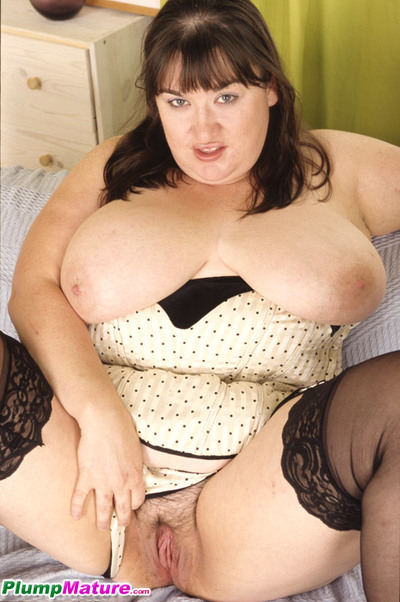 Immense mama massages her gigantic tits and hairy love-cage