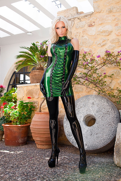 Susan Wayland in Hot Amateur Dress with 82 admirable latex pictures.