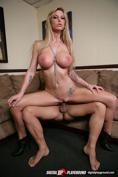 Ravishing blonde vixen with tattooes gets dug for a large load on her face