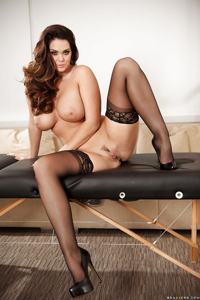 Allustrious pornstar hottie Alison Tyler fondles her oiled boulders