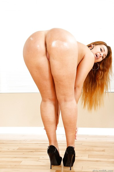 Stunning fatty mode with red hair Klara Gold plays with her ass