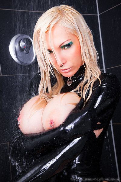 Peculiar Black Darling with 98 awesome latex pictures.