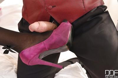 Dom rated ebony MILF Jasmine Webb looking fine in nylons and heels