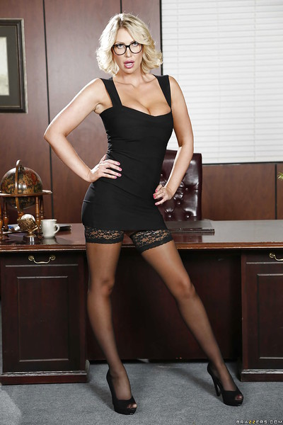 Hot mom Leigh Darby is posing in the office enjoy a pornstar!
