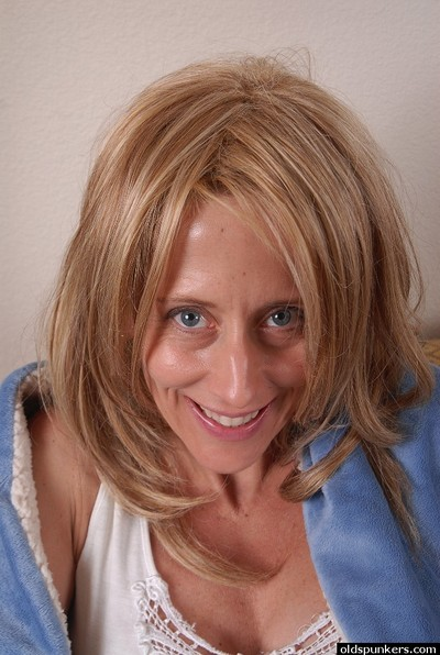 Young-looking granny Charlotte is expanding her cute pussy!